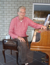 Jacques 65 y.o. from Netherlands